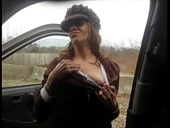 Mature street whore serves in his car